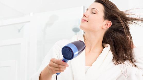 Phụ nữ nên mang theo máy sấy tóc khi đi du lịch