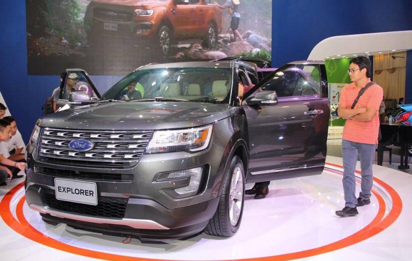 """So sánh Toyota Prado – Ford Explorer: """"Ăn chắc mặc bền"""" hay """"công nghệ cao"""""""