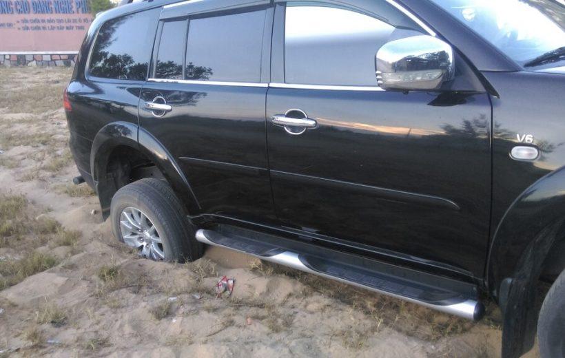 Xử lý ra sao khi xe bị lún cát?
