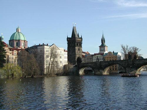 Ghé cây cầu Charles lãng mạn bậc nhất ở Prague