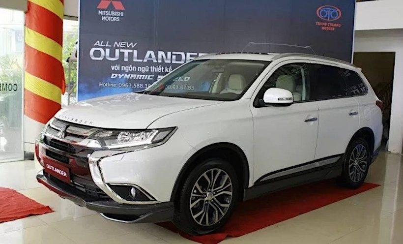 Mitsubishi Outlander 2017 giảm giá còn 755 triệu đồng