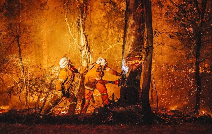 """Bức ảnh """"hỏa diệm"""" để đời của nhiếp ảnh gia Mr Neville"""