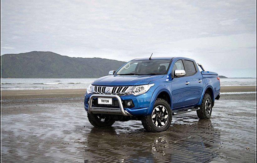 Doanh số Toyota Hilux trong tháng giảm mạnh