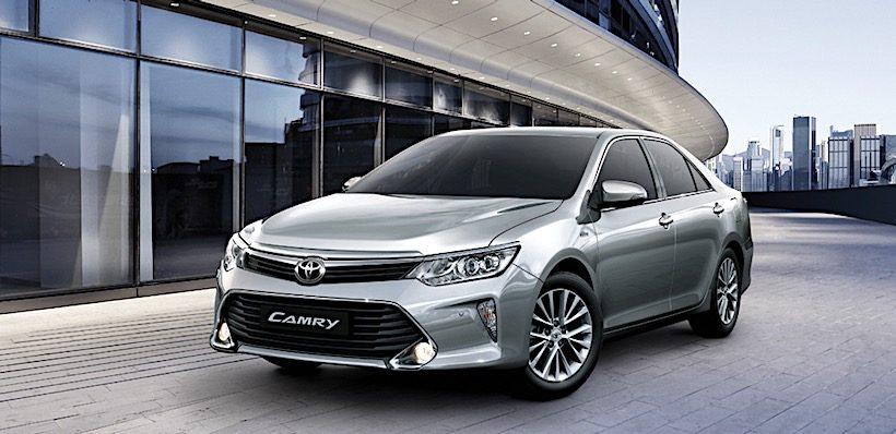 Toyota Camry 2017 được bán ra tại Việt Nam với giá từ 997 triệu đồng