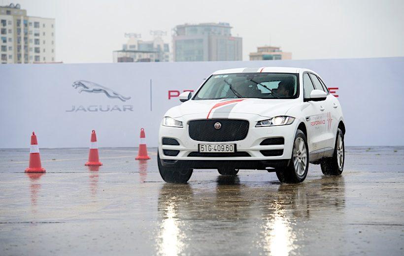"""Jaguar Việt Nam tổ chức """"The Art of Performance Tour"""" tại Hà Nội"""