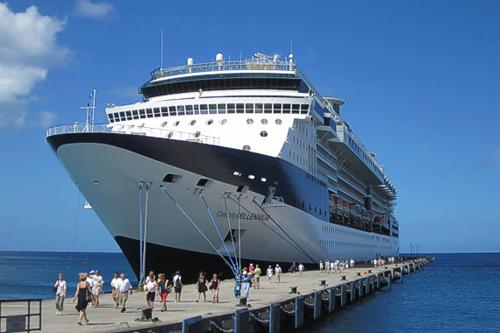 Đón 2.000 khách du lịch tàu biển
