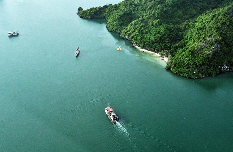 Ngắm vịnh Hạ Long, Bái Tử Long từ thủy phi cơ