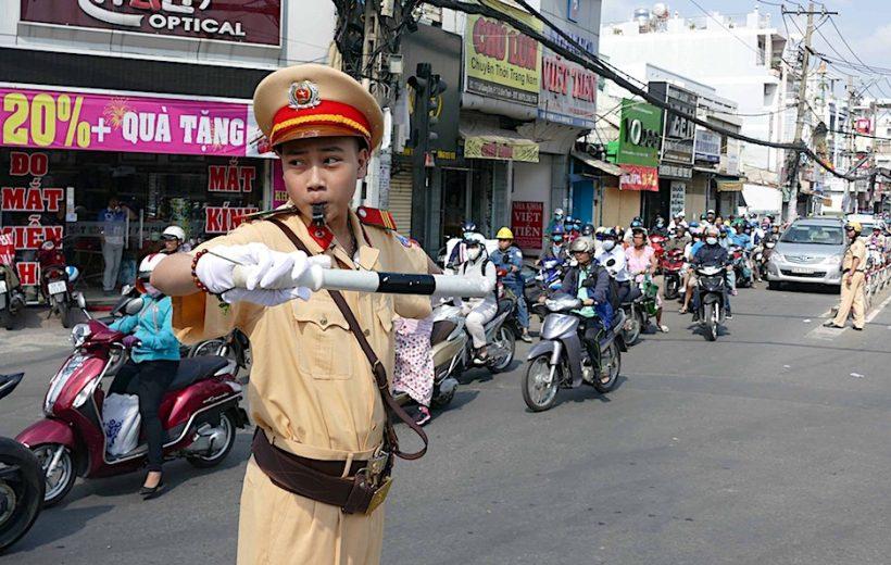 Người tham giao giao thông có thấy xấu hổ khi vi phạm luật ?