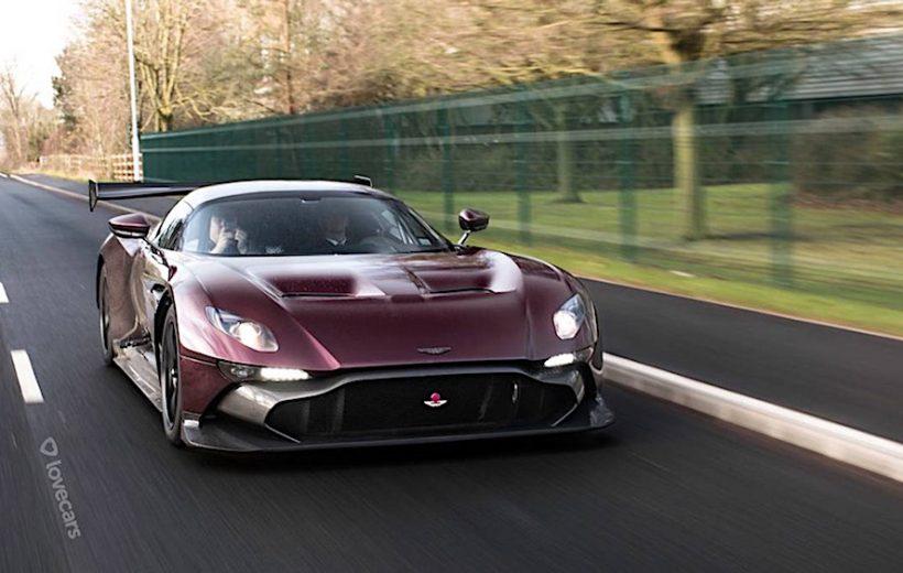 Aston Martin cho ra mắt siêu xe Vulcan phiên bản đường phố