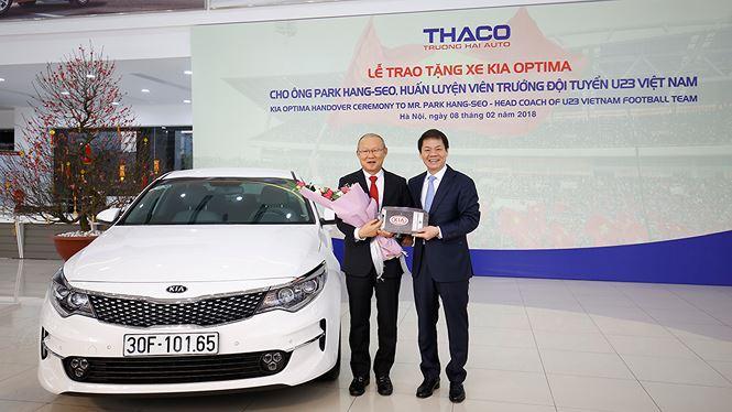 Kia Optima được trao cho HLV Park Hang Seo