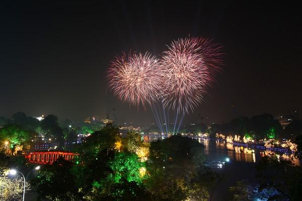 Hà Nội bắn pháo hoa tại 30 điểm đêm Giao thừa Mậu Tuất