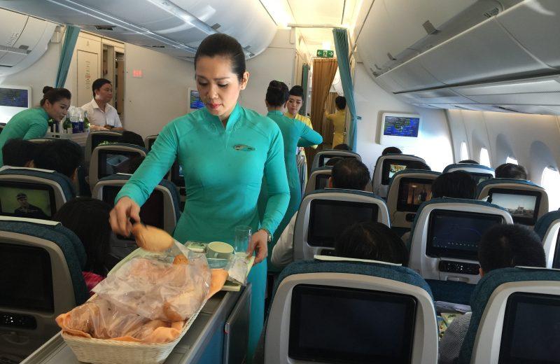 Vietnam Airlines bắt đầu phục vụ suất ăn nhẹ kiểu mới trên các chuyến bay ngắn