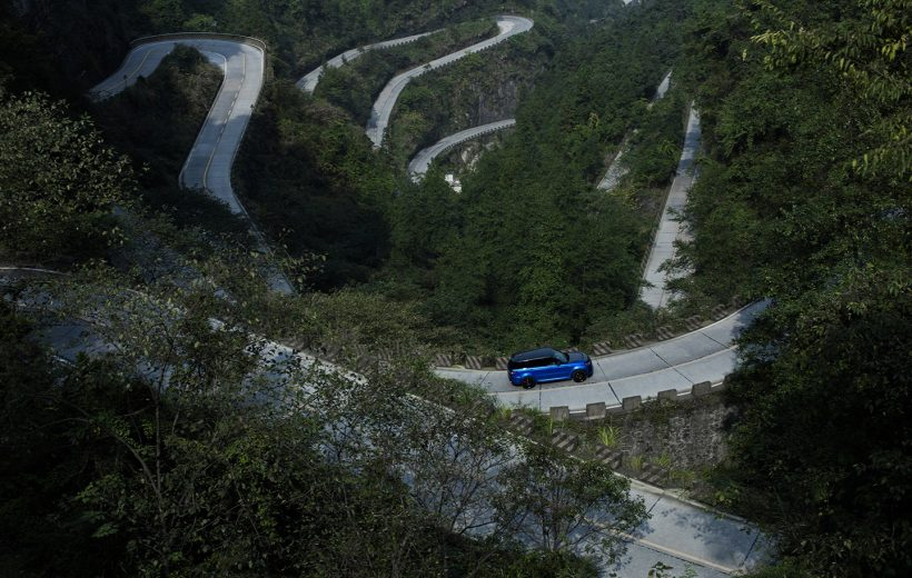 Siêu SUV của Range Rover 'vượt mặt' Ferrari 458 như thế nào?