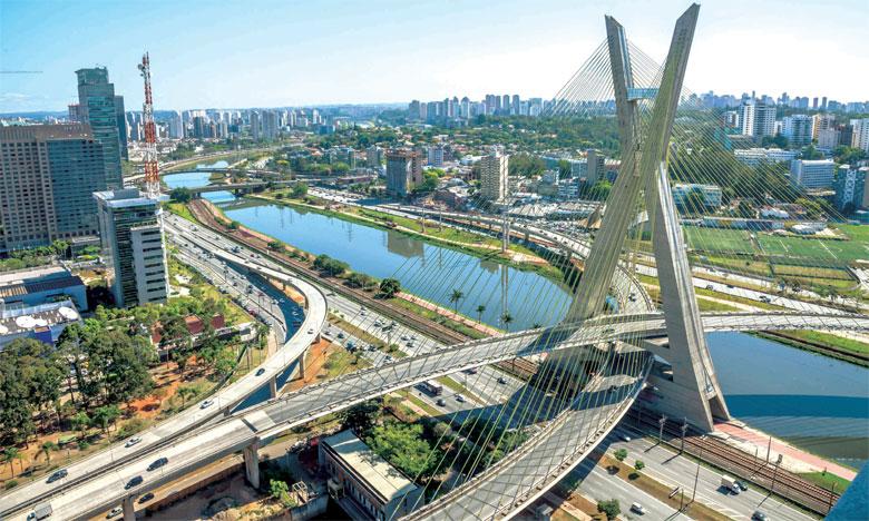 Những cây cầu treo ấn tượng trên thế giới